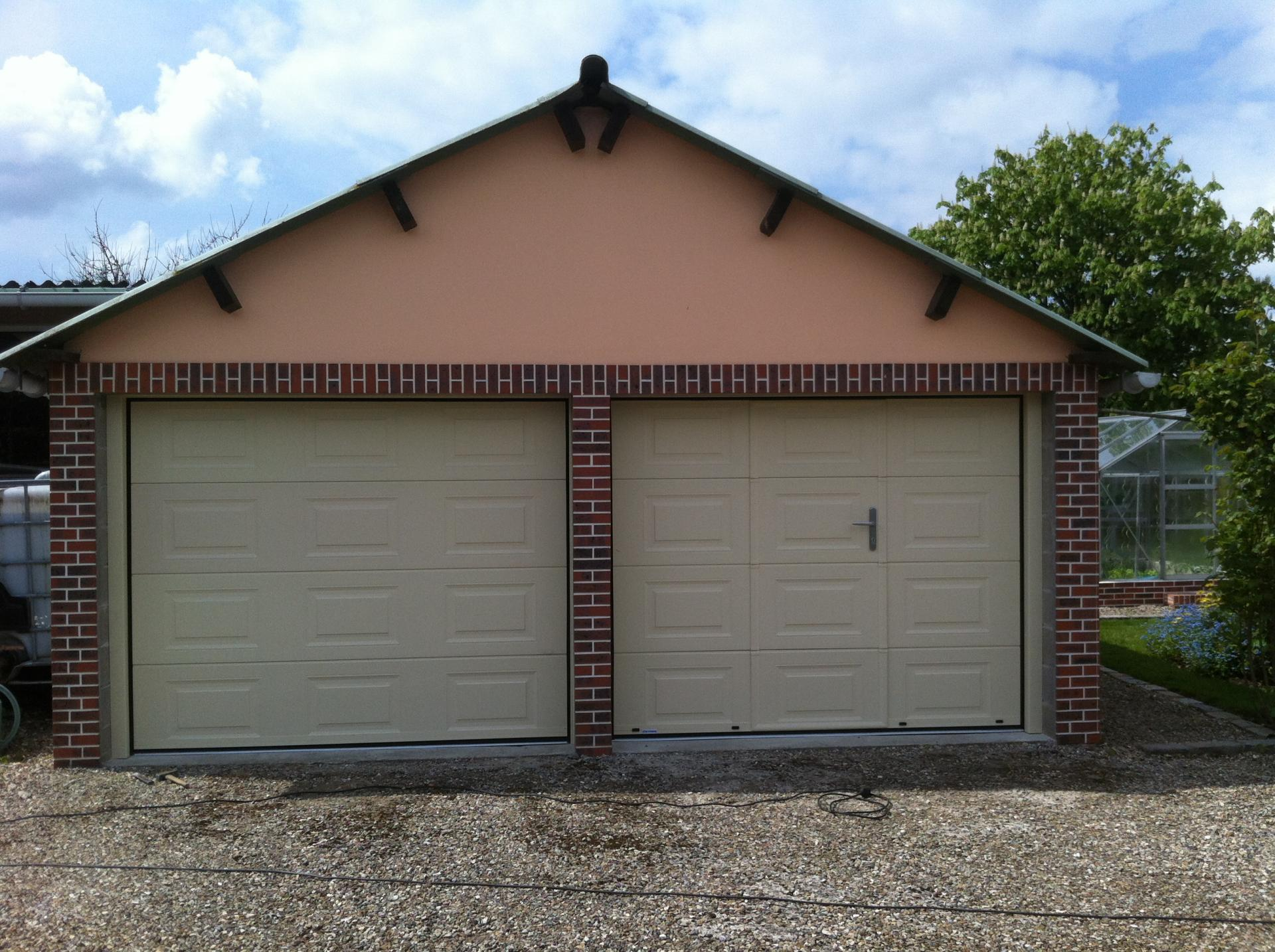 Portes de garage sectionnelles coulissantes basculantes for Porte garage sectionnelle
